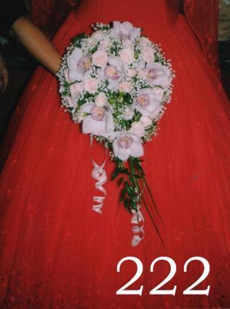 Букет 222-2600 p.Каскад из белой орхидеи и розовой кустовой розы.